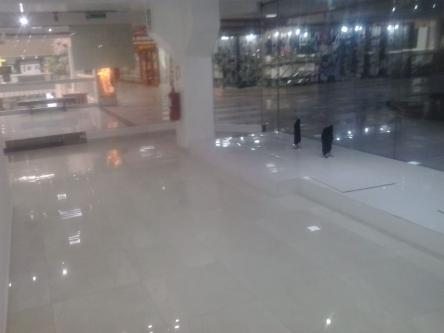 90 m² – Alquiler local comercial en CC Caminos del inca 2 piso