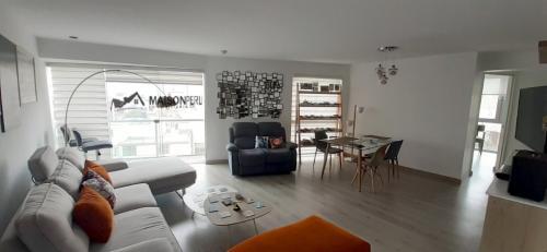 2 Cuartos, 84 m² – Vendo Departamento 2 Dorm. Edificio Pequeño Miraflores (Ref 727