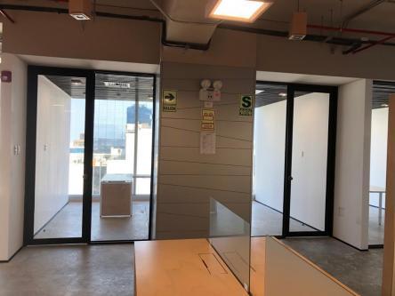 177 m² – Moderna Oficina Implementada con Mobiliario