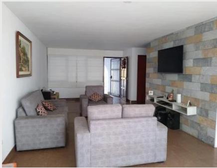 4 Cuartos, 220 m² – VENDO CASA ESPACIOSA EN LA MOLINA, URB. LA CAPILLA