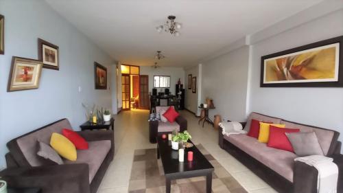 4 Cuartos, 147 m² – Vendo Casa Nuevo Chimbote cerca Ovalo Familia